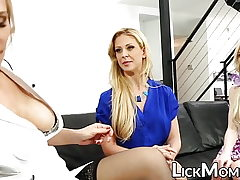 Lezzie blond salivates daughter-in-law cooch in therapy