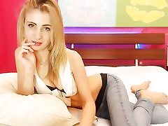 Blondie sizzling slut showcases her wide poon on web cam